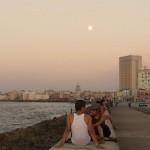 Mond über dem Malecón