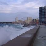 Malecón mit Wellen