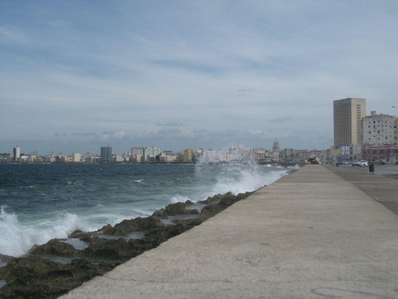 Wind und Wellen am Malecón