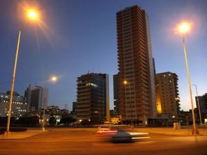 Hochhaus an der Linea in Havanna