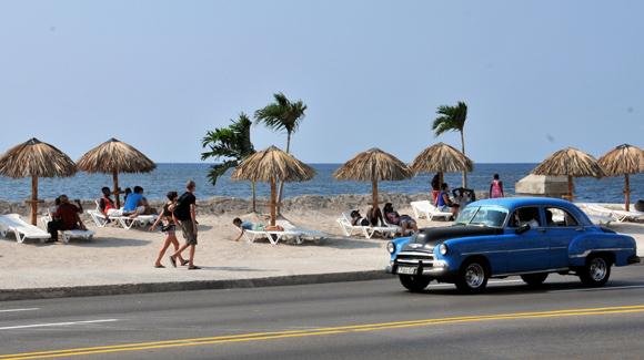 Sonnenbaden am Malecón