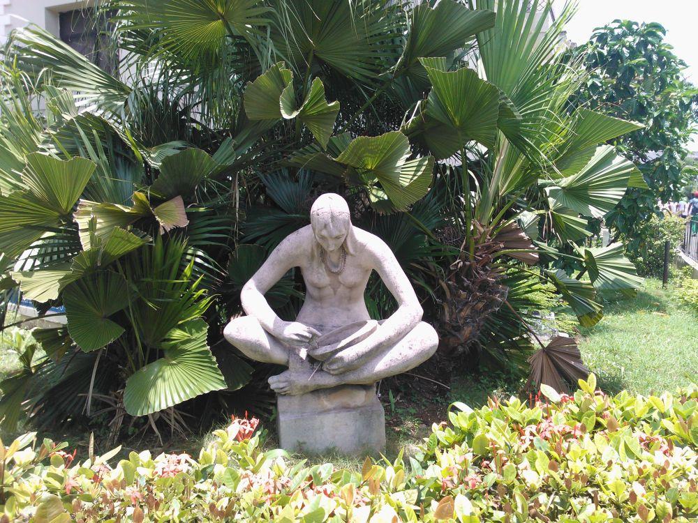 Bild einer Statue: Manchmal hilft nur Geduld...