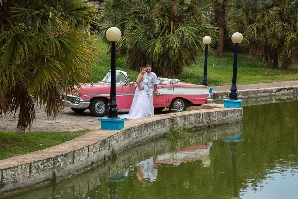 Hochzeitsfoto von Nicole Aeschenbacher, mit Cabrio