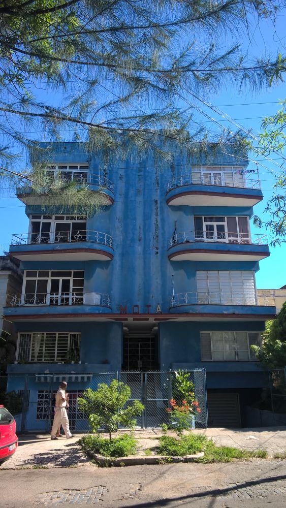 Blaues Haus aus den 1950ern – MOTA-Gebäude