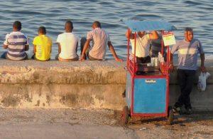 Kubanews: Getränke- und Imbisswagen am Malecon
