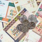 Kubanews: Aussreisesteuer, Geldstapel CUC