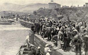 Landung US-amerikanischer Truppen am Strand von Daiquirí im Jahre 1898.