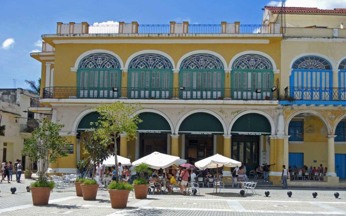 Kubanews: Ein Restaurant am Plaza Vieja