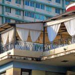 Kubanews: Cafe Laurent im Trendbezirk Vedado vor dem Gebäudekomplex Focsa.