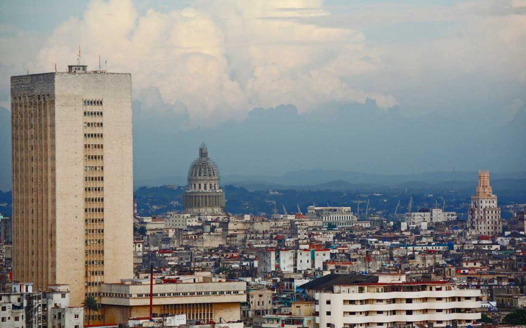 Krank in Kuba: Mojito und Salsa im OP