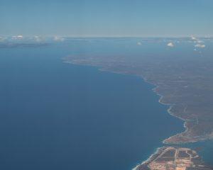 Der Hafen Mariel mit der Nordküste Kubas und Havanna