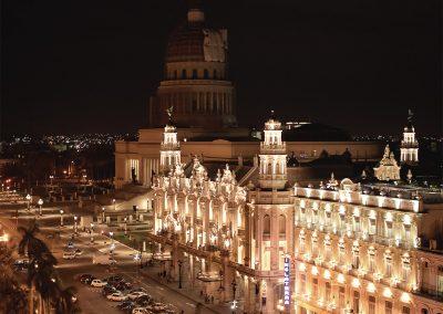 Gran Teatro und Hotel Inglaterra in Havanna am Abend