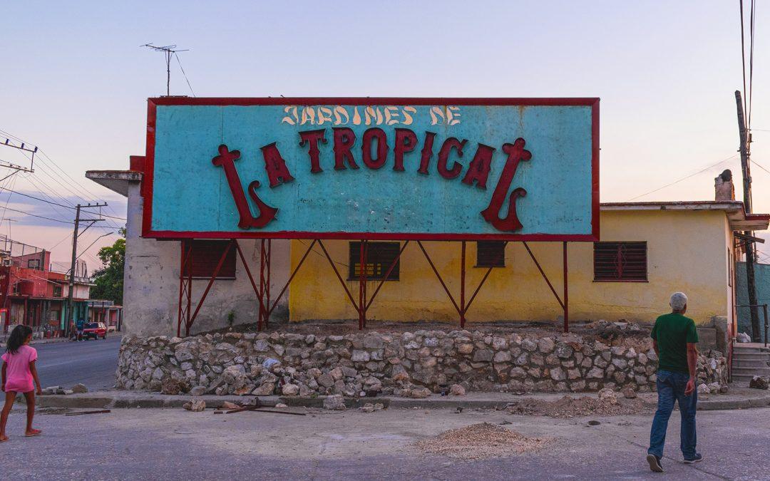 Kubanews: Werbetafel zu den Biergärten La Tropical