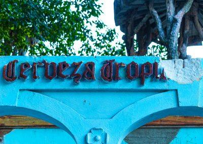 """Bierausschank mit dem alten Schriftzug """"Cervezeria Tropical"""""""