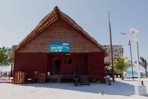 Kubanews: Haupthaus mit Gastronomie und Sanitäreinrichtung