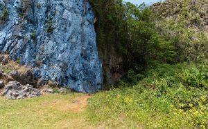 Kubanews: Rechts neben dem Mural ist ein kleiner Pfad zum Ausblick.